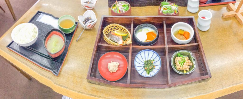 積善館本館の朝食