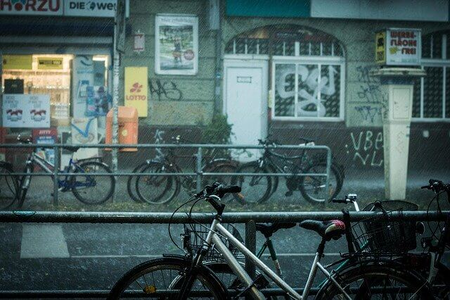 Uber Eats雨の日の服装と便利グッズ12選【決定版】